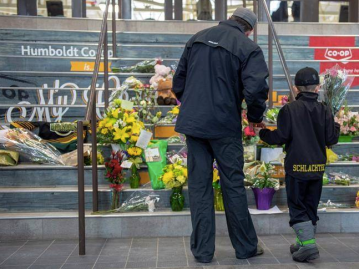 Signed posters and flowers provide the city of Humboldt peace through the recent tragedy. Photo courtesy of the Toronto Star.